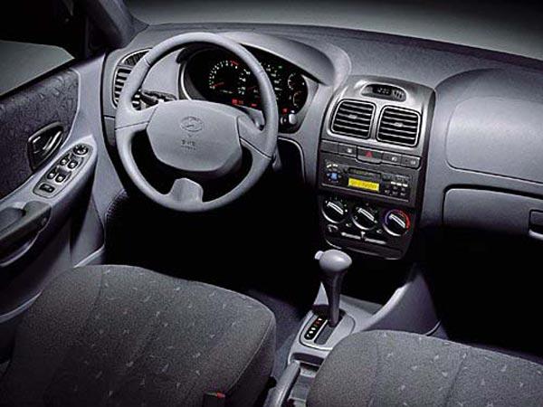 Интерьер салона Hyundai Accent