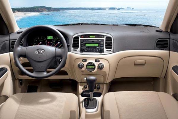 Интерьер салона Hyundai Verna