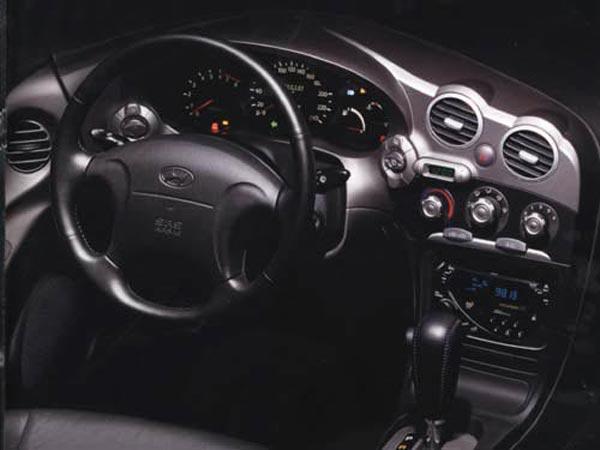 Интерьер салона Hyundai Coupe