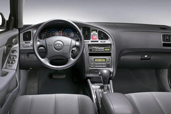 Интерьер салона Hyundai Elantra