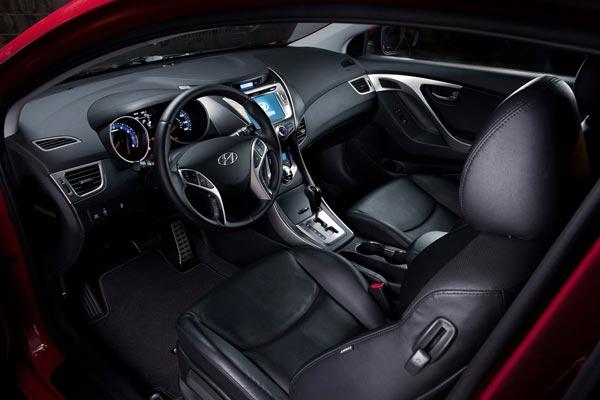 Интерьер салона Hyundai Elantra Coupe