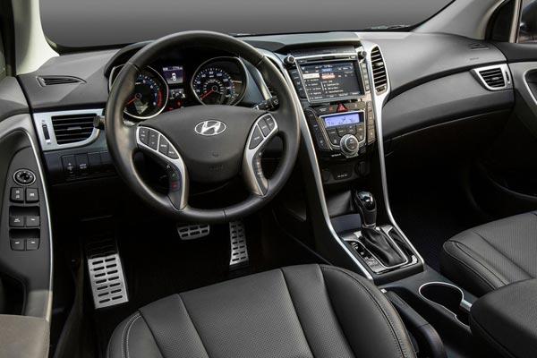 Интерьер салона Hyundai Elantra GT