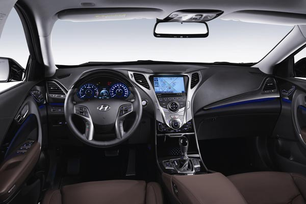 Интерьер салона Hyundai Grandeur