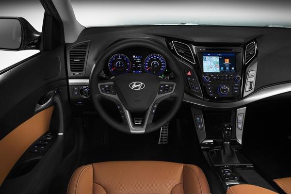Интерьер салона Hyundai i40 CW