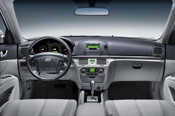 Интерьер салона Hyundai NF