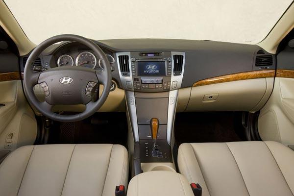 Интерьер салона Hyundai NF Sonata