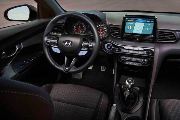 Интерьер салона Hyundai Veloster N