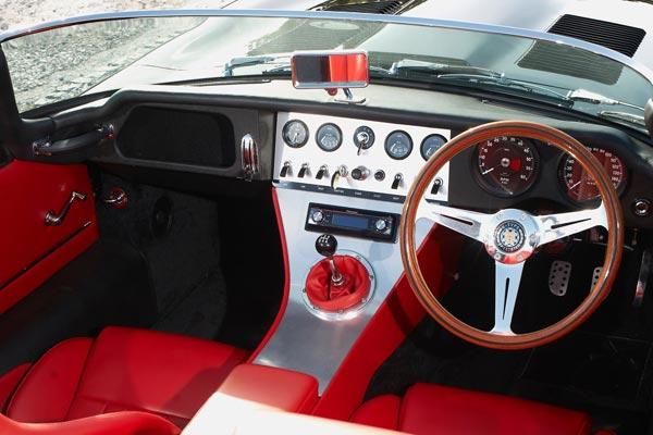 Интерьер салона Jaguar E-Type Speedster
