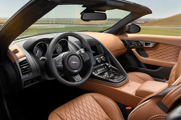 Интерьер салона Jaguar F-Type SVR
