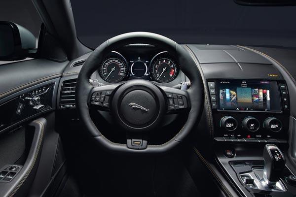 Интерьер салона Jaguar F-Type Coupe