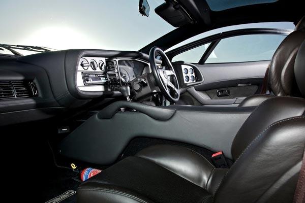 Интерьер салона Jaguar XJ220