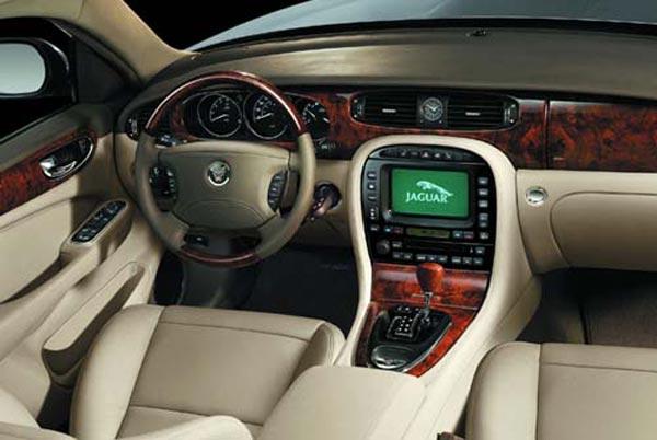 Интерьер салона Jaguar XJ