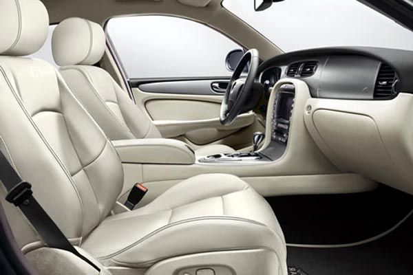Интерьер салона Jaguar XJR