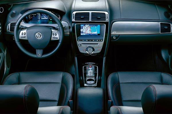 Интерьер салона Jaguar XKR Convertible