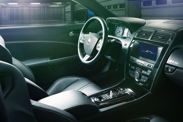 Интерьер салона Jaguar XKR-S