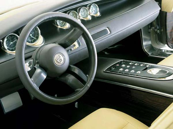 Интерьер салона Jaguar R-Coupe