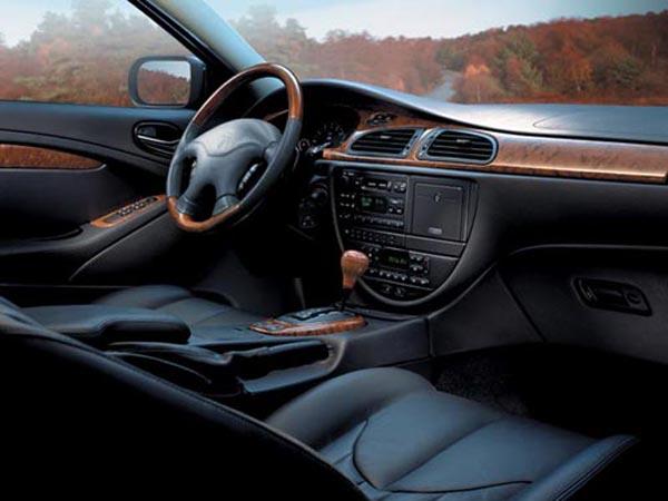 Интерьер салона Jaguar S-Type