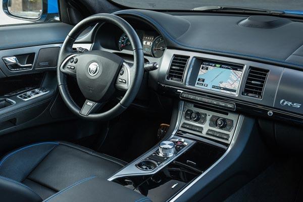 Интерьер салона Jaguar XFR-S