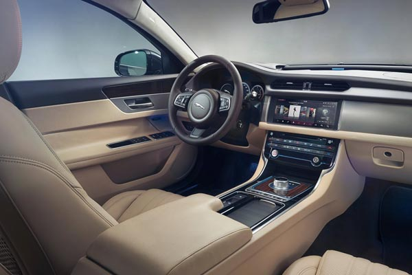 Интерьер салона Jaguar XF