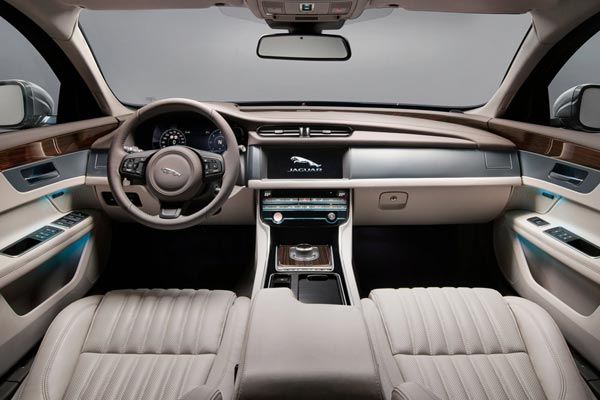 Интерьер салона Jaguar XF Sportbrake