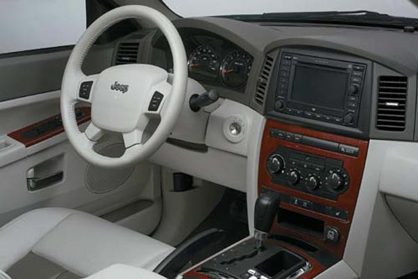 Интерьер салона Jeep Grand Cherokee