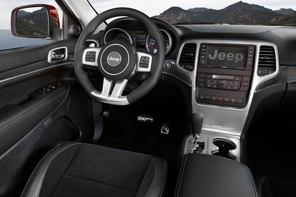 Интерьер салона Jeep Grand Cherokee SRT8