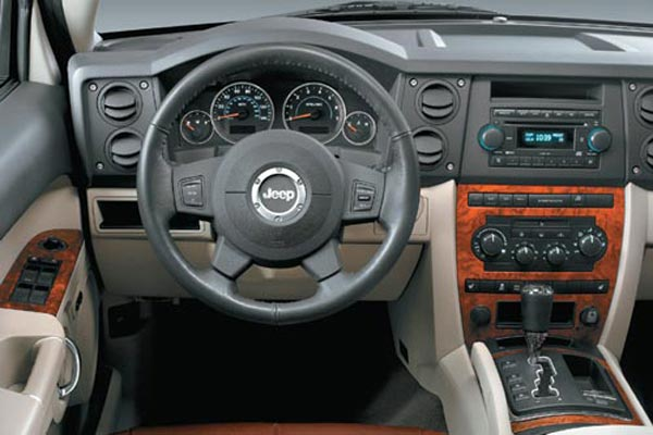 Интерьер салона Jeep Commander