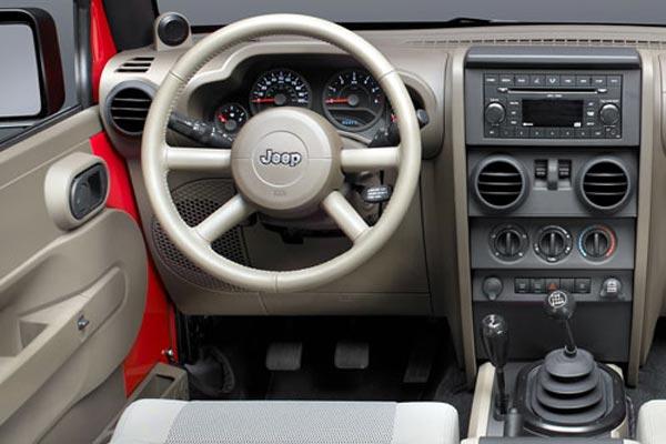 Интерьер салона Jeep Wrangler