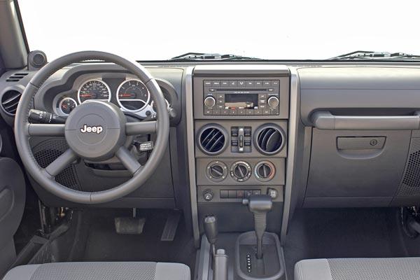 Интерьер салона Jeep Wrangler Unlimited