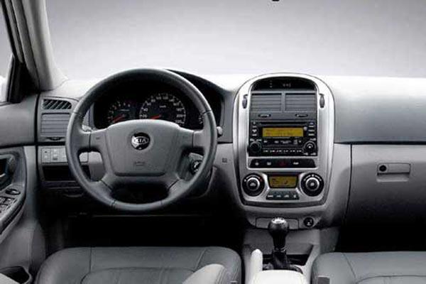 Интерьер салона Kia Cerato Hatchback