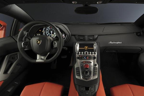 Интерьер салона Lamborghini Aventador LP 700-4