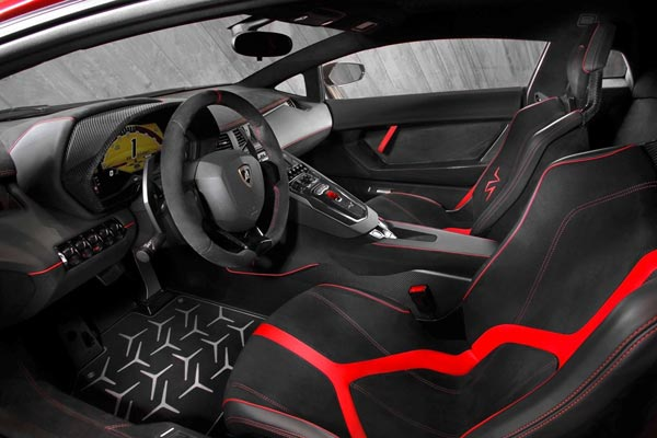 Интерьер салона Lamborghini Aventador LP 750-4 SV