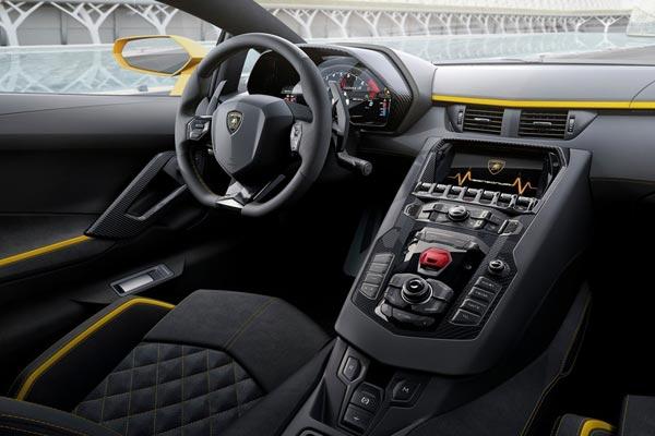 Интерьер салона Lamborghini Aventador S