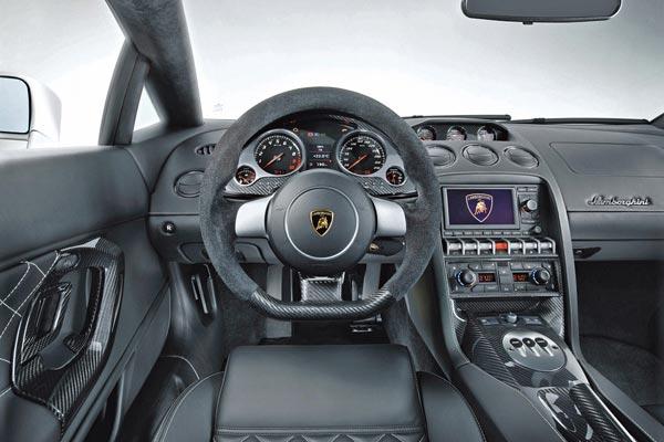 Интерьер салона Lamborghini Gallardo LP560-4