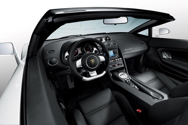 Интерьер салона Lamborghini Gallardo LP560-4 Spyder
