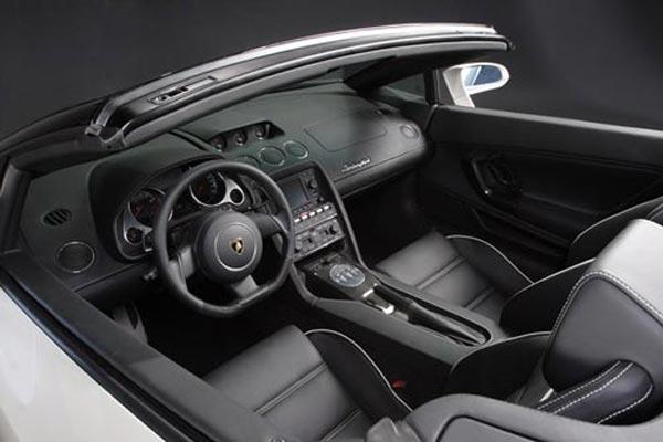 Интерьер салона Lamborghini Gallardo Spyder