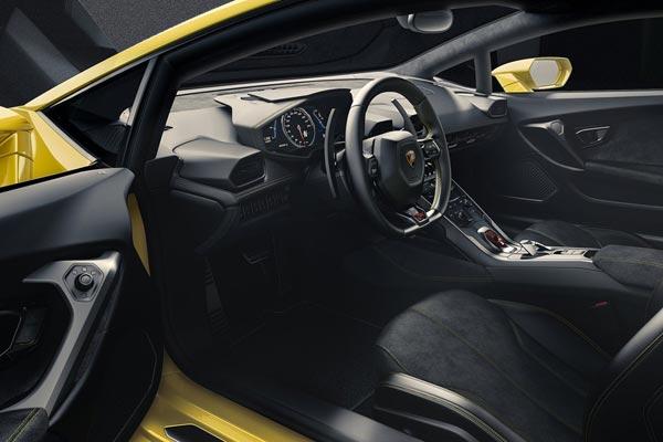 Интерьер салона Lamborghini Huracan