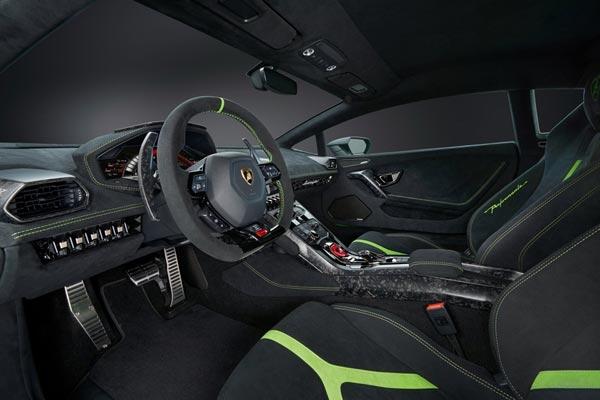 Интерьер салона Lamborghini Huracan Perfomante