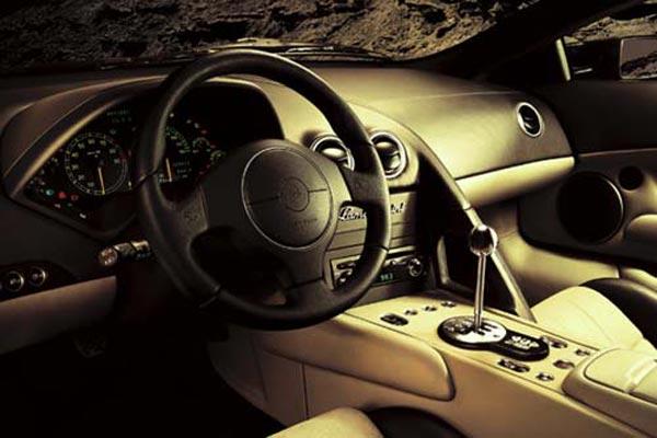 Интерьер салона Lamborghini Murcielago