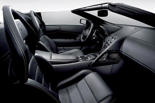 Интерьер салона Lamborghini Murcielago LP640 Roadster