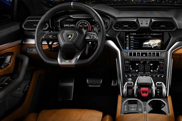 Интерьер салона Lamborghini Urus