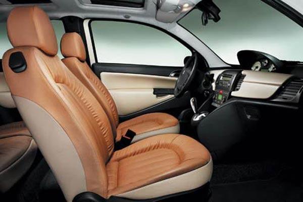 Интерьер салона Lancia Ypsilon