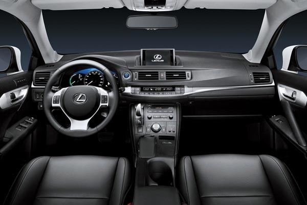 Интерьер салона Lexus CT