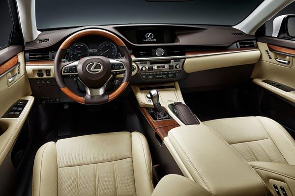 Интерьер салона Lexus ES