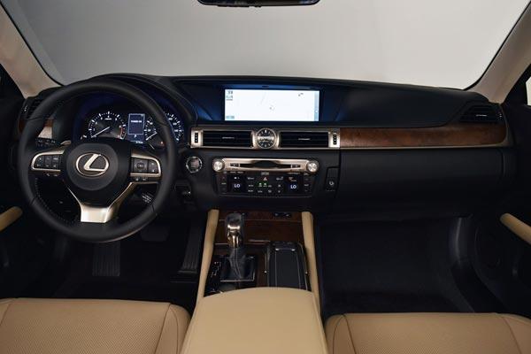 Интерьер салона Lexus GS