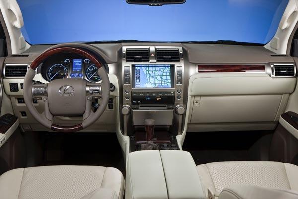 Интерьер салона Lexus GX