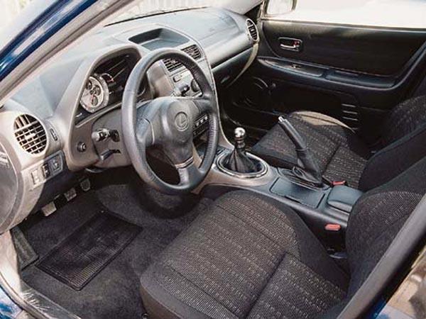Интерьер салона Lexus IS SportWagon