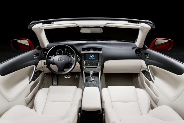 Интерьер салона Lexus IS C