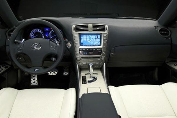 Интерьер салона Lexus IS-F