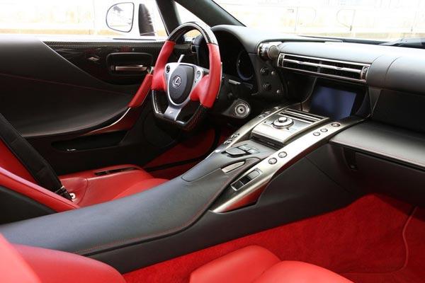 Интерьер салона Lexus LFA